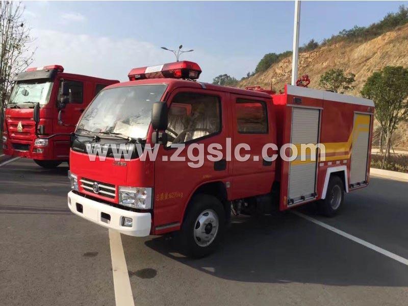 东风多利卡2.5吨水罐消防车